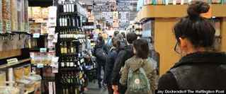 market-deli-in-busy-downtown-manhattan-new-york