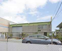 Warehouse with basement /5,230 sf Lot For Rent