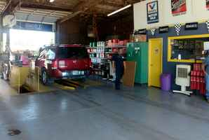 Fast Auto Oil Change Shop - Est.29 Yrs.