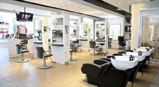Salon in High Traffic Area - Great Lease Rate!
