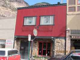 main-street-bar-with-home-ouray-colorado
