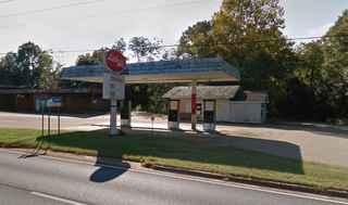 Shutdown Gas Station with Property in Ozark, AL!