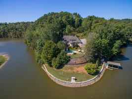 Luxury Lakefront B&B For Sale in Southwest VA