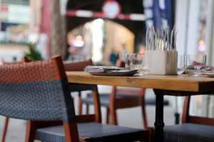 restaurant-with-sidewalk-seating-studio-city-california