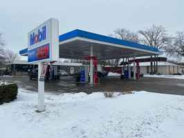 High Vol Mobil Gas Station For Sale - Woodstock IL