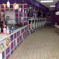 Independent Frozen Yogurt Store -31223
