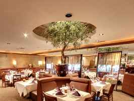 landmark-restaurant-rancho-mirage-california