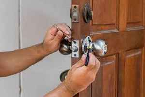 Licensed Locksmith and Safe Sales with building