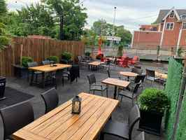 sports-bar-with-large-outdoor-patio-new-jersey
