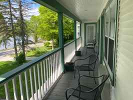 Beautiful 8-Room Door County Inn
