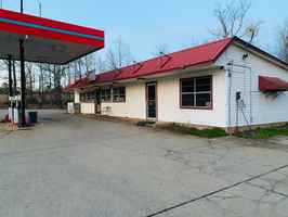 Shutdown Gas Station Property in Talladega, AL!