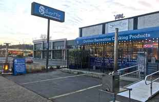 1800sf C-2 storefront on .11 acres on Willamette